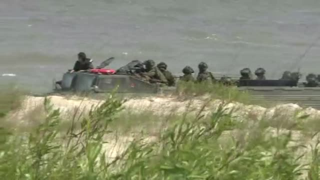 soldiers in amphibious vehicle - amphibious vehicle stock videos & royalty-free footage