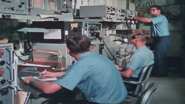 vídeos de stock, filmes e b-roll de soldiers in communication center receiving distress call from unit under fire and scrambling support via radio and bridge telephone / vietnam - formato letterbox