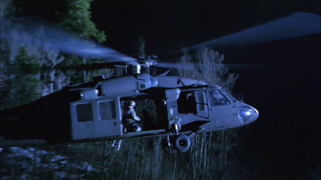 vidéos et rushes de ms, zo, zi, cu, soldiers in military helicopter taking off at night, usa - hélicoptère