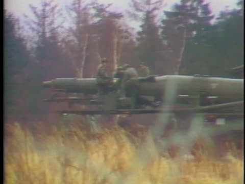 soldiers in west germany work on a missile in a mobile launcher - (war or terrorism or election or government or illness or news event or speech or politics or politician or conflict or military or extreme weather or business or economy) and not usa stock-videos und b-roll-filmmaterial