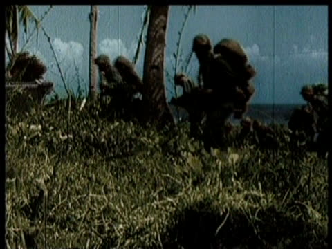 soldiers land on leyte / amphibious groups hit beach / soldiers load bombs / airplanes on aircraft carrier / narrated - guerra del pacifico video stock e b–roll