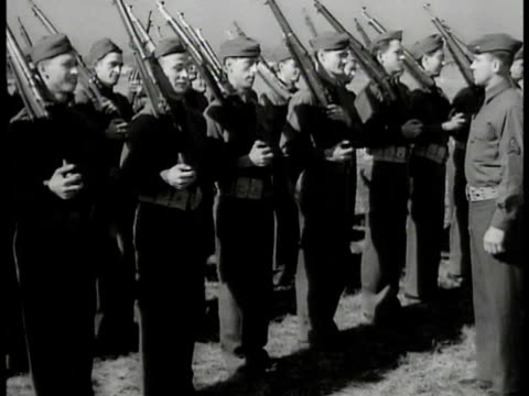 vídeos y material grabado en eventos de stock de soldiers lined up doing rifle drills w/ sergeant soldier pulls apart rifle sergeant 'all right get it in there wake up' soldier fixing gun - recluta