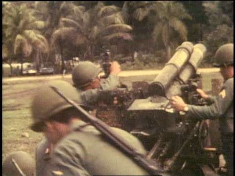 montage soldiers looking through scopes and firing mortars in brush area / vietnam - 迫撃砲点の映像素材/bロール