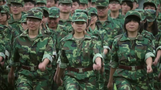 stockvideo's en b-roll-footage met soldiers march during military drills at a university. - militaire training