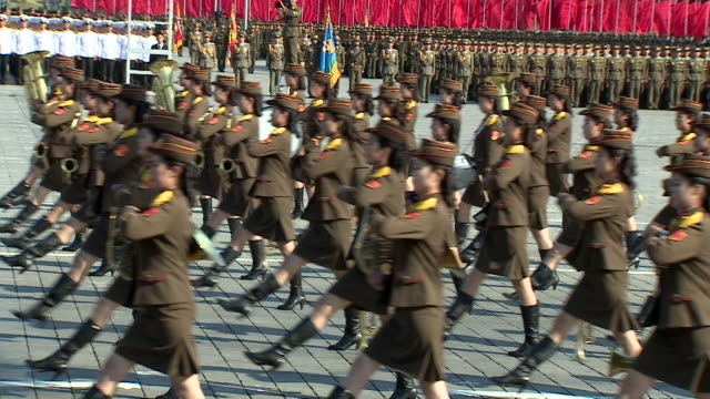 soldiers march in a military parade at kim ilsung square pyongyang - militär stock-videos und b-roll-filmmaterial