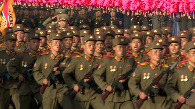 soldiers march in unison during a military parade at kim ilsung square pyongyang - 行進する点の映像素材/bロール