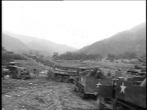 vídeos de stock, filmes e b-roll de soldiers marching down dirt road / tank firing gun / soldiers firing mortars - 1951