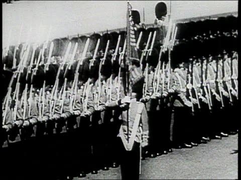 stockvideo's en b-roll-footage met soldiers marching in costume with guns / soldiers presenting flag / soldiers in formation / soldier saluting - 1943