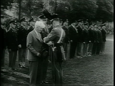 """soldiers marching in formation / closeup of """"marty"""" marr / marr presented with gold watch / narrated - ウェストポイント点の映像素材/bロール"""