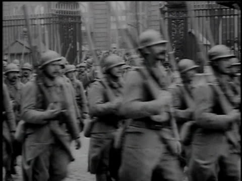 soldiers marching in formation / united kingdom - 1918 stock videos & royalty-free footage