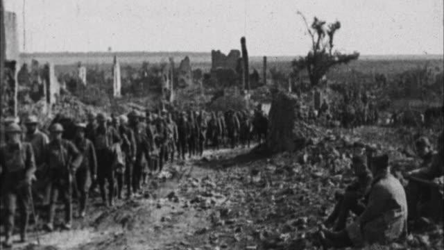 vidéos et rushes de soldiers marching past destroyed buildings / france - ruiné