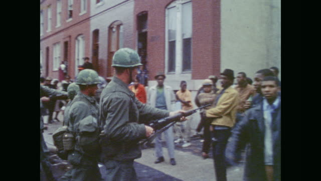 soldiers move in to control crowd - baltimore maryland bildbanksvideor och videomaterial från bakom kulisserna