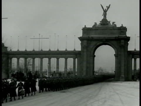 soldiers of princess patricia's canadian light infantry marching under large arch w/ angel mounted on top ms toronto scottish soldiers marching in... - 1940 stock videos & royalty-free footage