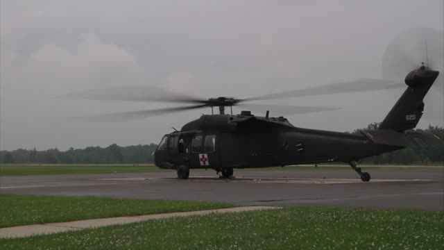 stockvideo's en b-roll-footage met soldiers of the 4th combat aviation brigade ft carson colorado prepare to fly in uh60 black hawk and ch47 chinook helicopters to support the vibrant... - triage