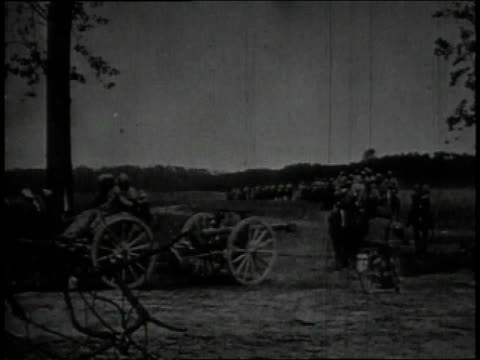 soldiers on horseback pulling artillery weapons / soldiers firing cannon - esercito militare francese video stock e b–roll