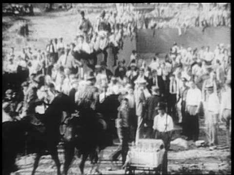 b/w 1932 soldiers on horses approaching crowd of veterans / bonus march / washington dc - 1932 stock-videos und b-roll-filmmaterial