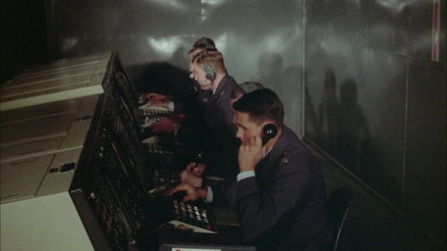 1967 ms ha soldiers operating radar switchboard - 電話交換機点の映像素材/bロール