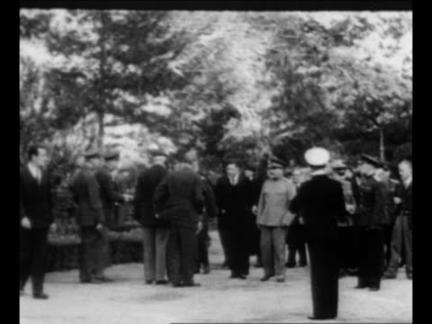 soldiers outside building at potsdam conference / soviet leader joseph stalin arrives at conference / british prime minister winston churchill turns... - ve day stock-videos und b-roll-filmmaterial