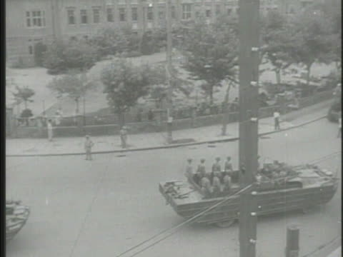 soldiers parading through shanghai streets in dukws vehicles, saluting, chinese men on streets cheering along, soldiers marching, people parading,... - mao tse tung video stock e b–roll
