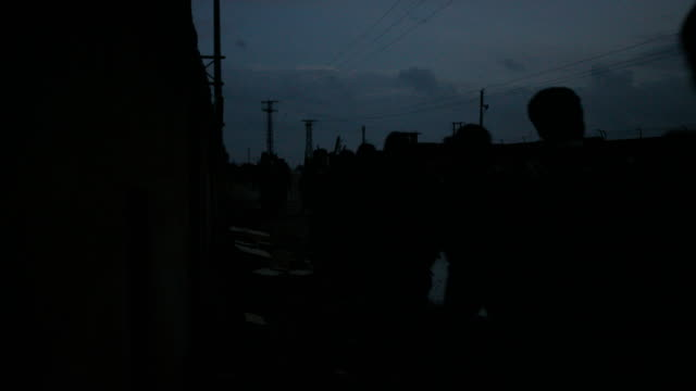 vídeos y material grabado en eventos de stock de ypg soldiers patrol the city of al shaddadeh at night during a military operation to liberate the city from isis control - isis