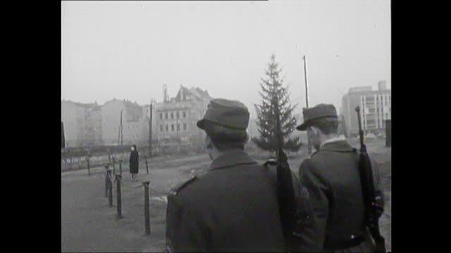 "soldiers patrolling along berlin wall at brandenburg gate at christmas - ""bbc news"" stock-videos und b-roll-filmmaterial"