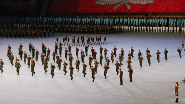 soldiers perfoming fights during mass games in pyongyang, north korea, dprk. army band marching and performing in amazing formation choreography.... - spoonfilm stock-videos und b-roll-filmmaterial