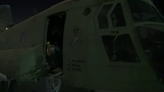us soldiers prepare for the resolute support mission by loading a ch47f chinook into a c7 aircraft to send back to the us for reset - base aerea di bagram video stock e b–roll