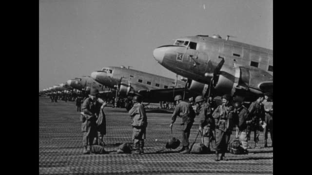 soldiers prepare to board planes - fallschirmjäger stock-videos und b-roll-filmmaterial