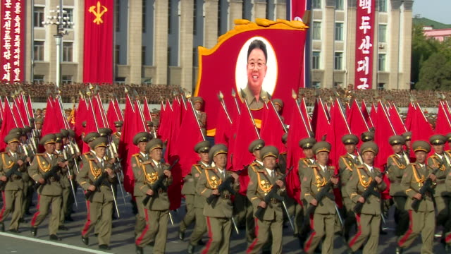 soldiers present an image of kim jongil during a military parade at kim ilsung square pyongyang - militärparade stock-videos und b-roll-filmmaterial