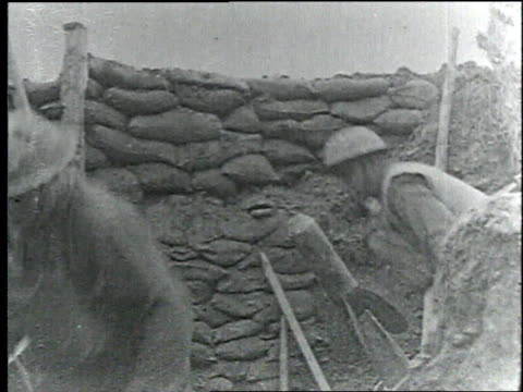 stockvideo's en b-roll-footage met wwi soldiers ready cannons for firing and reload while on the front lines of battle / france - slagfront