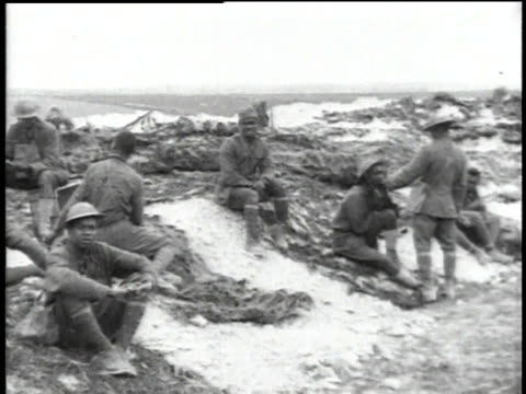 WWI soldiers relaxing