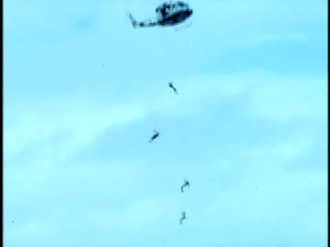 zo soldiers repelling down highlines from hovering helicopter at kaneohe marine corps military base/ zo ws td military helicopter lowering howitzer... - abseiling stock videos & royalty-free footage