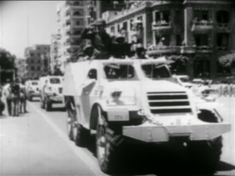 vidéos et rushes de b/w 1956 soldiers riding in armored trucks in parade / egypt / suez crisis / newsreel - véhicule utilitaire léger