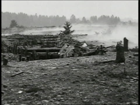 soldiers rising simultaneously from fox holes firing rifles lots of smoke soldiers out of fox holes running across field soldiers on obstacle course... - 1918 stock videos and b-roll footage
