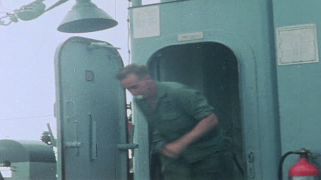 soldiers running to uh1 huey choppers aboard uss harnett county in the mekong delta / vietnam - vietnam meridionale video stock e b–roll