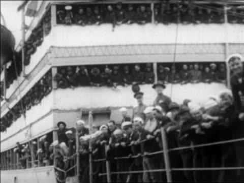 b/w 1927 soldiers sailors on crowded ship passing camera / san francisco / newsreel - 1927年点の映像素材/bロール