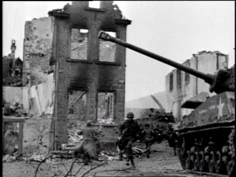 soldiers silhouetted against billowing smoke / soldiers running next to tank down street of destroyed buildings / soldier / soldiers running toward... - 1945 stock-videos und b-roll-filmmaterial