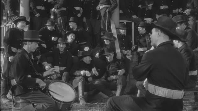 ms soldiers singing  - 軍隊点の映像素材/bロール