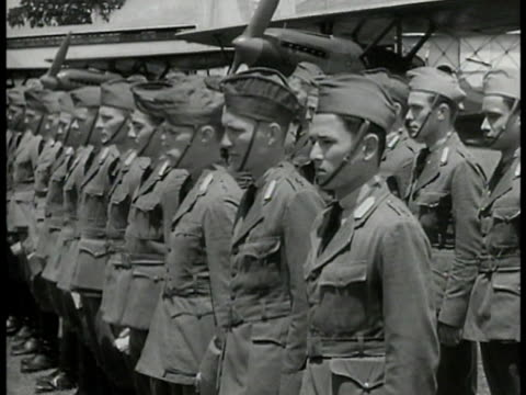 vidéos et rushes de soldiers standing on airfield officer at desk handing papers army pilots standing in formation saluting leaving dutch officials meet officials in... - 1940