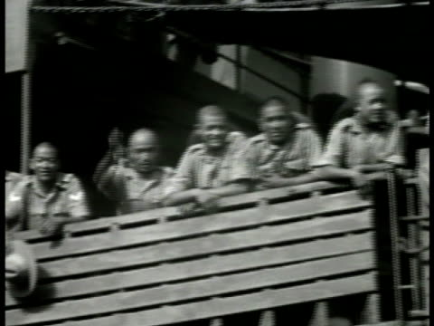 vídeos de stock, filmes e b-roll de soldiers standing on deck of ship waving cheering ws many soldiers on deck of transport ship waving in unison colonial india british raj imperialism - colonial