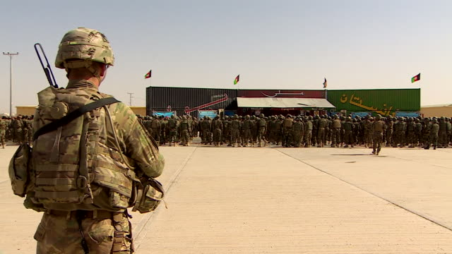 US soldiers training members of Afghanistan's army in Helmand Province