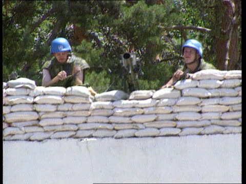 n soldiers trapped kiseljak ms entrance to un base cms closed metal gates with sandbags and un vehicles seen on other side pull out to mines on... - bosnien und herzegowina stock-videos und b-roll-filmmaterial