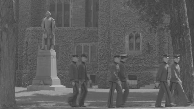ws soldiers walking near statue - male likeness stock videos & royalty-free footage