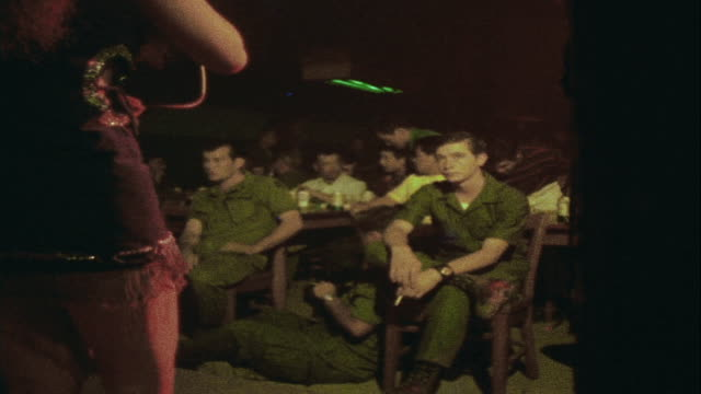 ha soldiers watching singerdancer in club from audience / da nang vietnam - ダナン点の映像素材/bロール