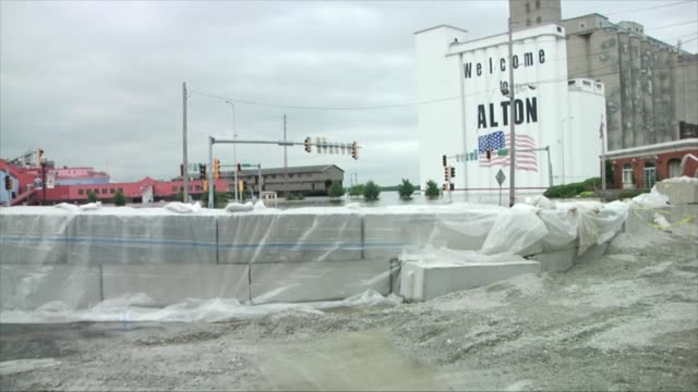 soldiers with illinois national guard are ready to assist illinois emergency management agency to protect citizens during flooding along illinois and... - sandbag stock videos & royalty-free footage