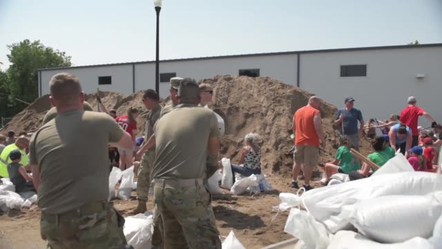 soldiers with illinois national guard assist volunteers and members of the community to fill and load sandbags in qunincy, illinois in response to... - prevention stock videos & royalty-free footage