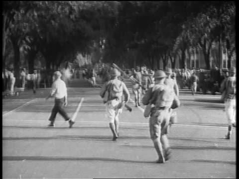view soldiers with rifles running down street / bonus march / washington dc - 1932 stock-videos und b-roll-filmmaterial