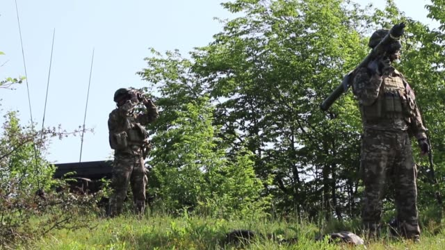 soldiers with the slovenian light air defense artillery scan the horizon for aircraft during a simulated battle drill as part of multinational... - rocket launcher stock videos & royalty-free footage
