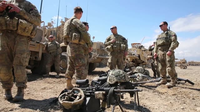 la ls soldiers with the us army's 2nd battalion 87th infantry regiment 3rd brigade combat team 10th mountain division prepare to head out on a... - 懐中時計点の映像素材/bロール