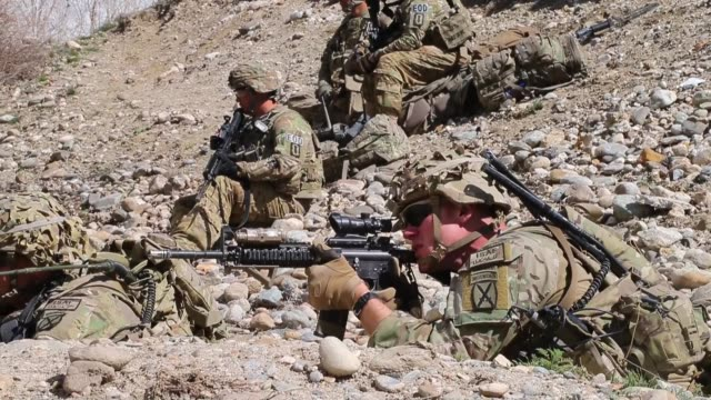 cu soldiers with the us army's 2nd battalion 87th infantry regiment 3rd brigade combat team 10th mountain keep watch during a patrol on march 29 2014... - 歩兵点の映像素材/bロール